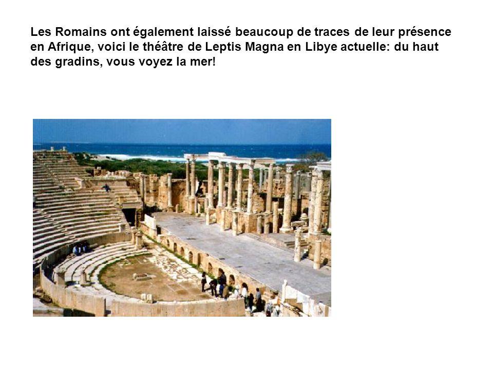 Les Romains ont également laissé beaucoup de traces de leur présence en Afrique, voici le théâtre de Leptis Magna en Libye actuelle: du haut des gradins, vous voyez la mer!