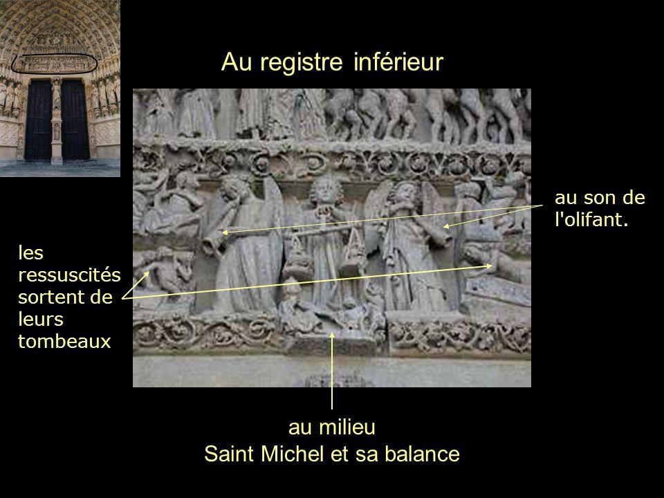au milieu Saint Michel et sa balance