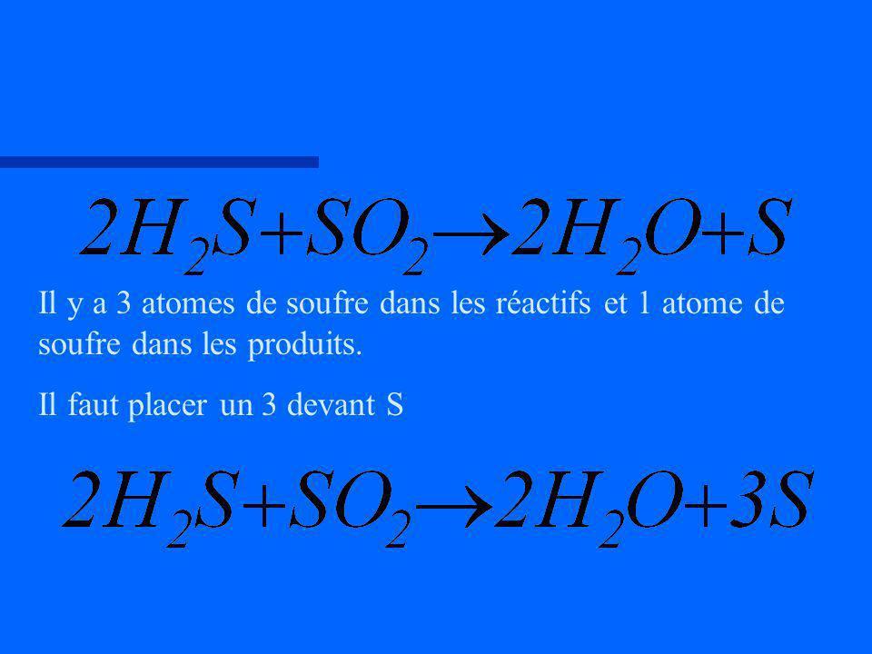 Il y a 3 atomes de soufre dans les réactifs et 1 atome de soufre dans les produits.