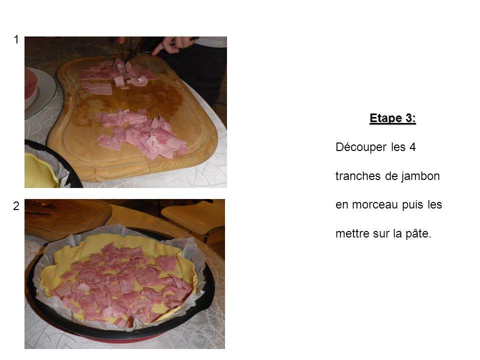 1 Etape 3: Découper les 4 tranches de jambon en morceau puis les mettre sur la pâte. 2