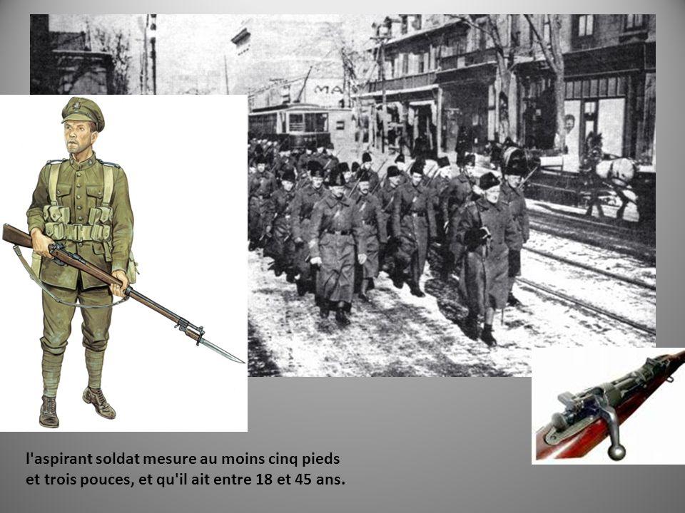 «Back by Christmas!» l aspirant soldat mesure au moins cinq pieds et trois pouces, et qu il ait entre 18 et 45 ans.