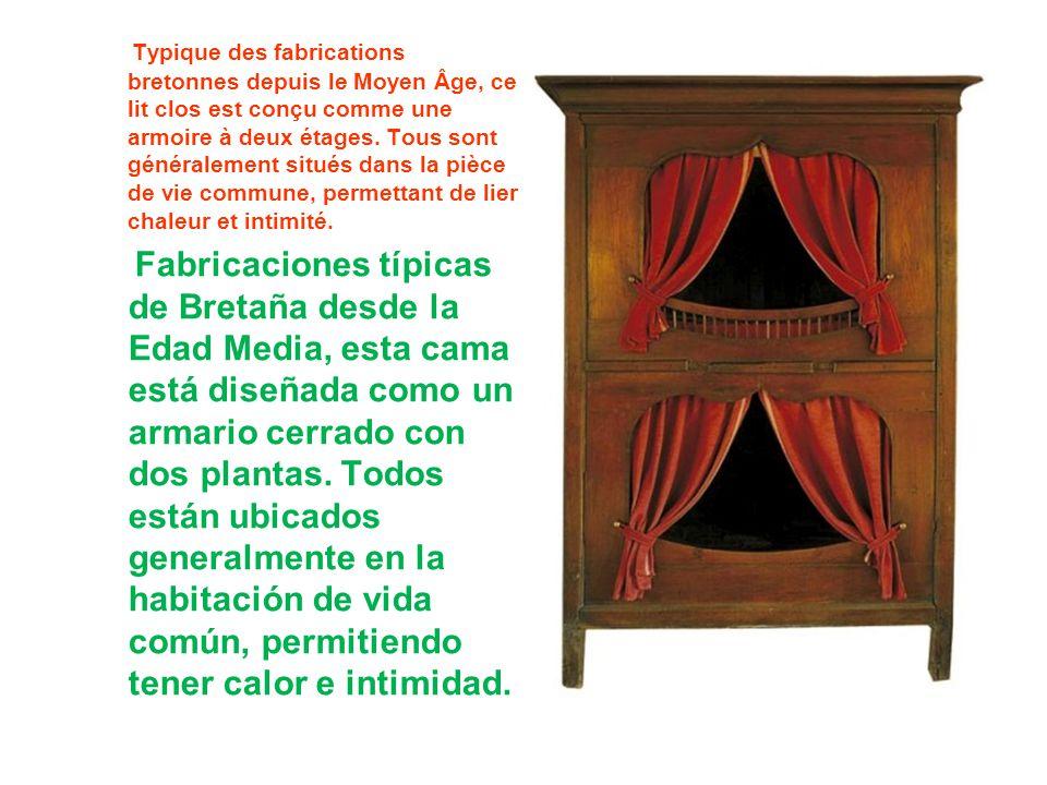 Typique des fabrications bretonnes depuis le Moyen Âge, ce lit clos est conçu comme une armoire à deux étages. Tous sont généralement situés dans la pièce de vie commune, permettant de lier chaleur et intimité.