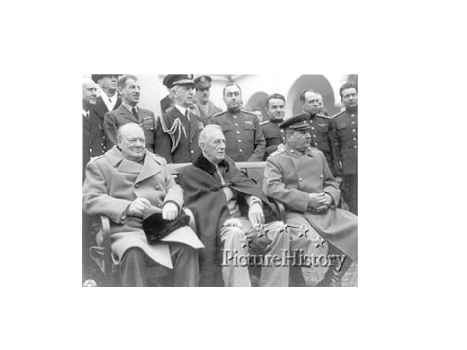 À Yalta: Churchill; Roosevelt; Staline