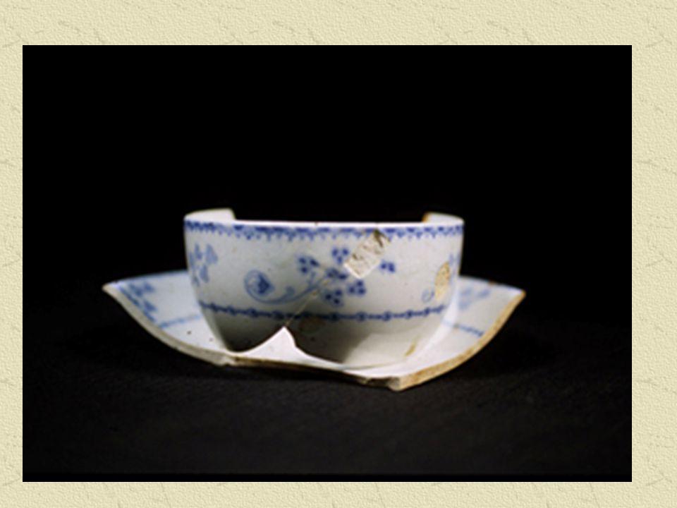 Les objets façonnés en poterie ou en céramique sont parmi les ressources archéologiques les plus communes, en raison de leur durabilité et de leur résistance à la décomposition. Ils donnent aux chercheurs des indices concernant le statut social des personnes qui s en servaient, le mode d alimentation, le type de nourriture et l esthétisme lié à la culture.