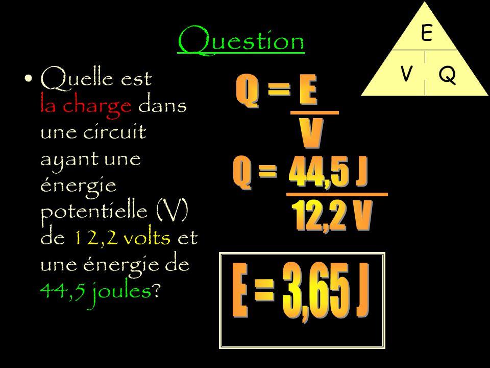 Question E. V. Q. Quelle est la charge dans une circuit ayant une énergie potentielle (V) de 12,2 volts et une énergie de 44,5 joules