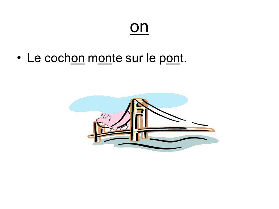 on Le cochon monte sur le pont.