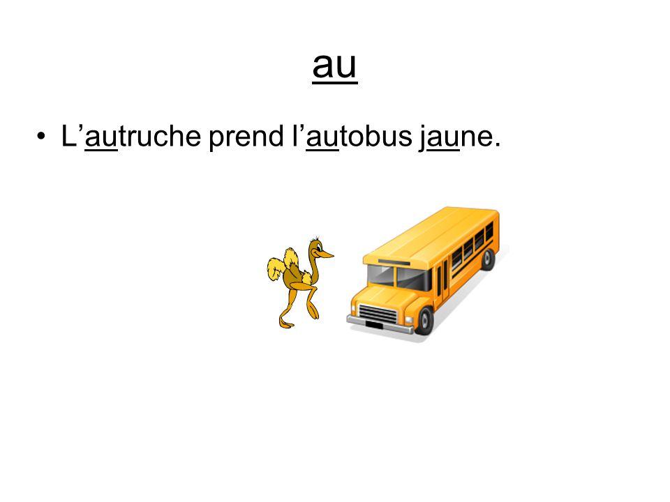 au L'autruche prend l'autobus jaune.