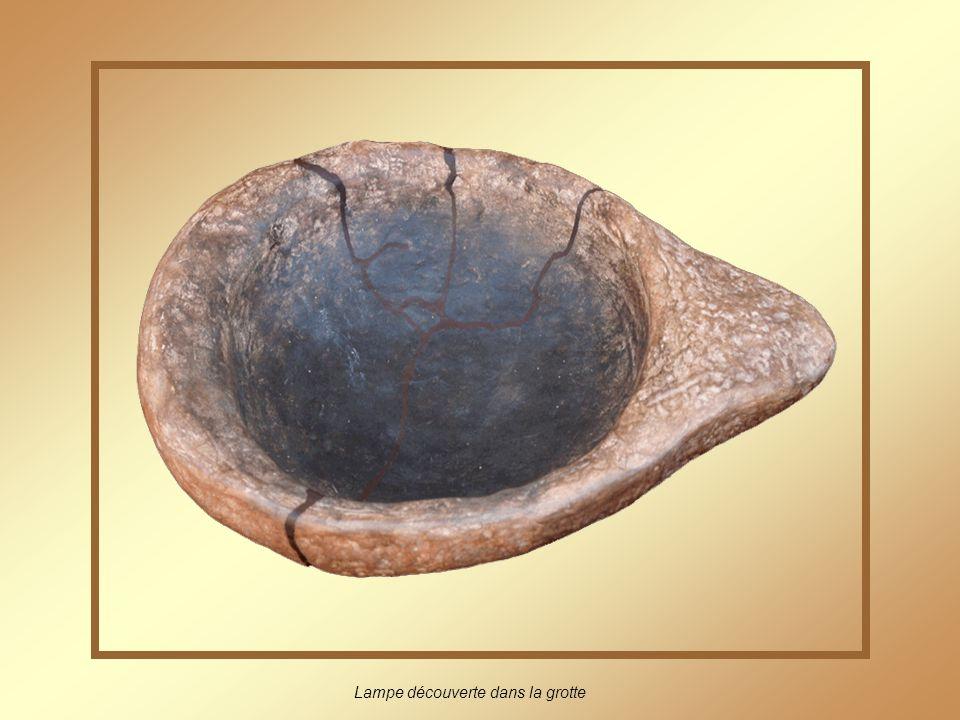 Lampe découverte dans la grotte