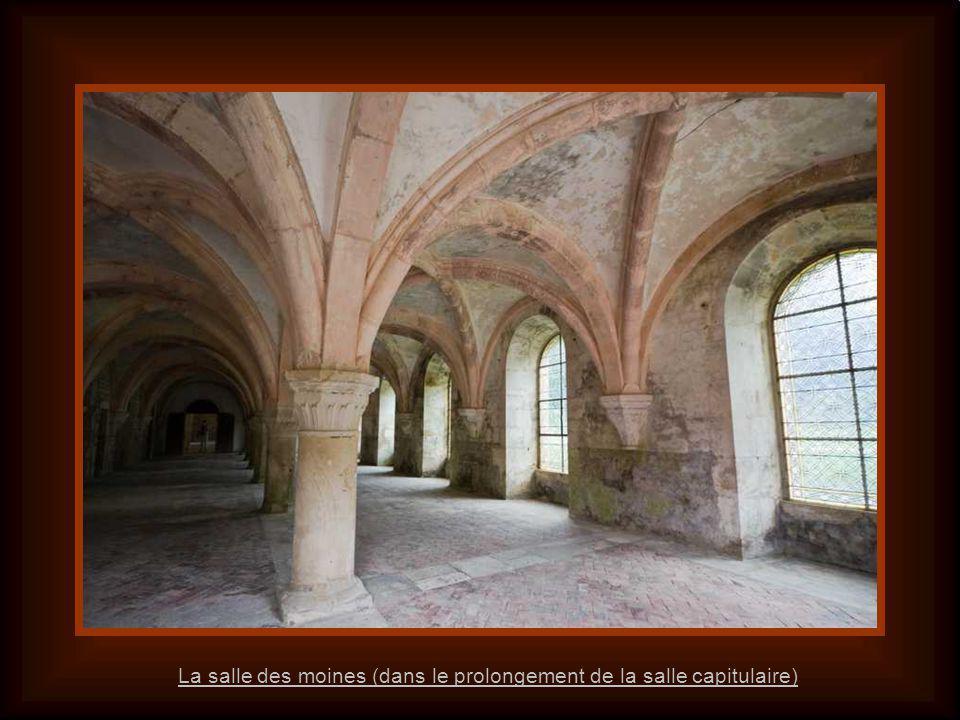 La salle des moines (dans le prolongement de la salle capitulaire)