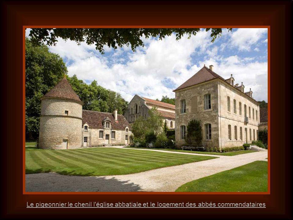 Le pigeonnier le chenil l église abbatiale et le logement des abbés commendataires