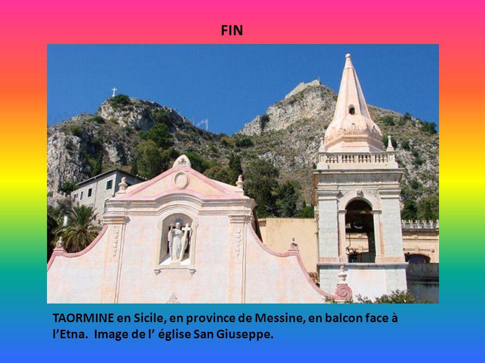 FIN TAORMINE en Sicile, en province de Messine, en balcon face à l'Etna.