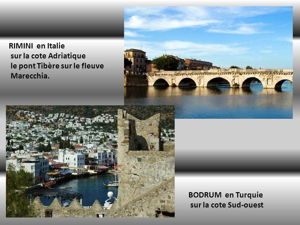 RIMINI en Italie sur la cote Adriatique. le pont Tibère sur le fleuve. Marecchia. BODRUM en Turquie.