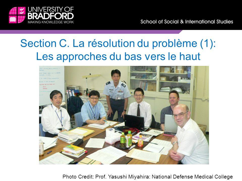 Section C. La résolution du problème (1): Les approches du bas vers le haut