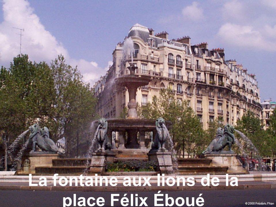 La fontaine aux lions de la place Félix Éboué