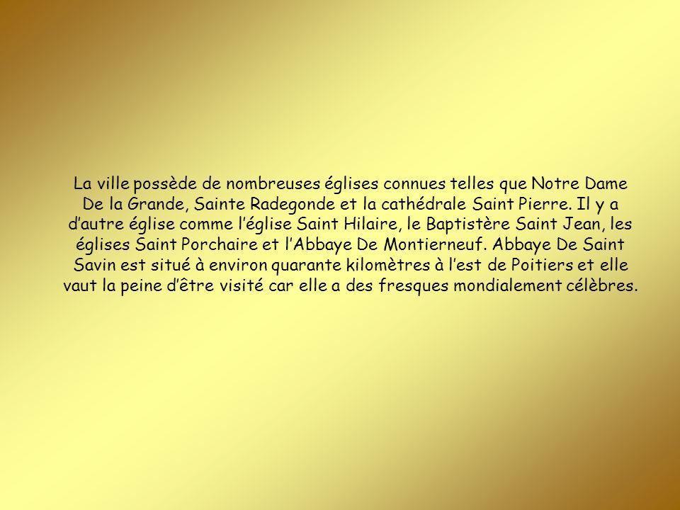 La ville possède de nombreuses églises connues telles que Notre Dame De la Grande, Sainte Radegonde et la cathédrale Saint Pierre.