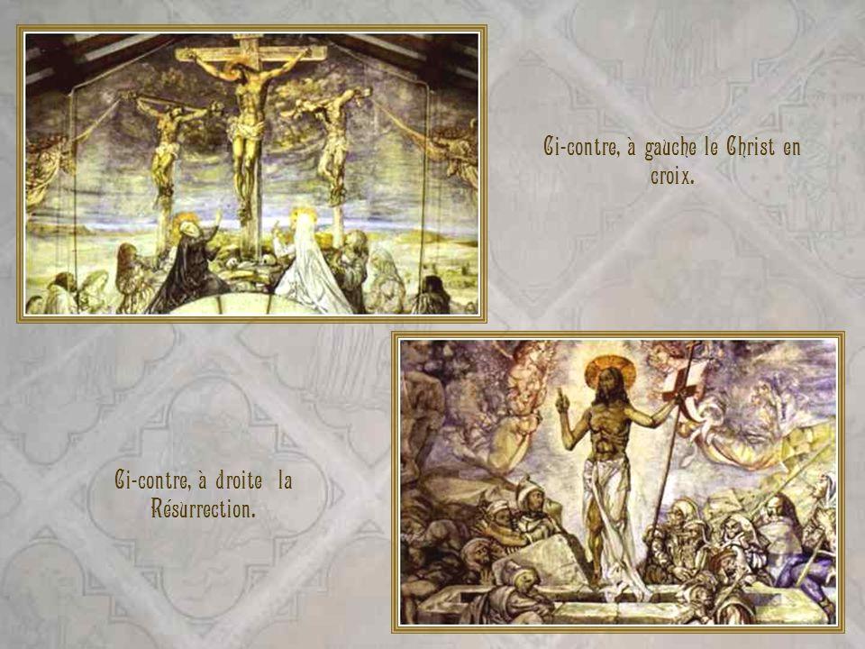 Ci-contre, à gauche le Christ en croix.