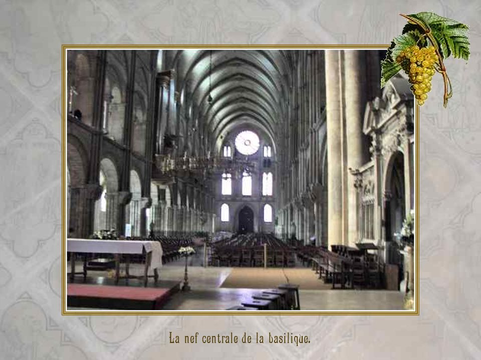 La nef centrale de la basilique.