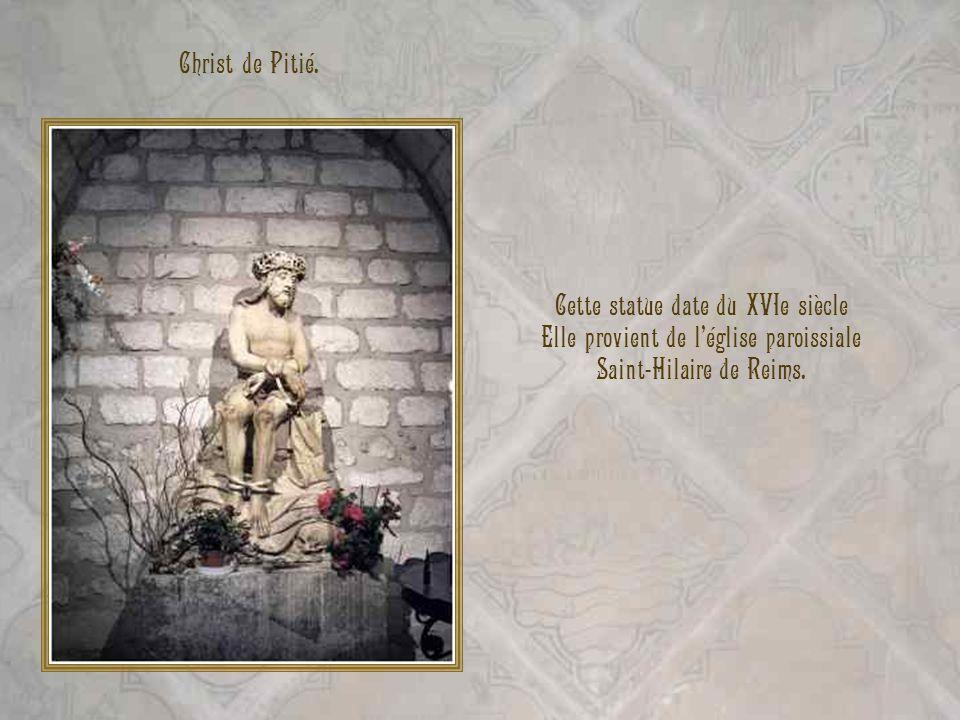 Cette statue date du XVIe siècle