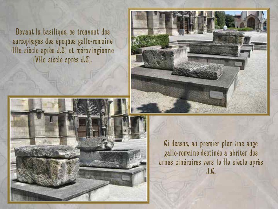 Devant la basilique, se trouvent des sarcophages des époques gallo-romaine (IIIe siècle après J.C) et mérovingienne (VIIe siècle après J.C).