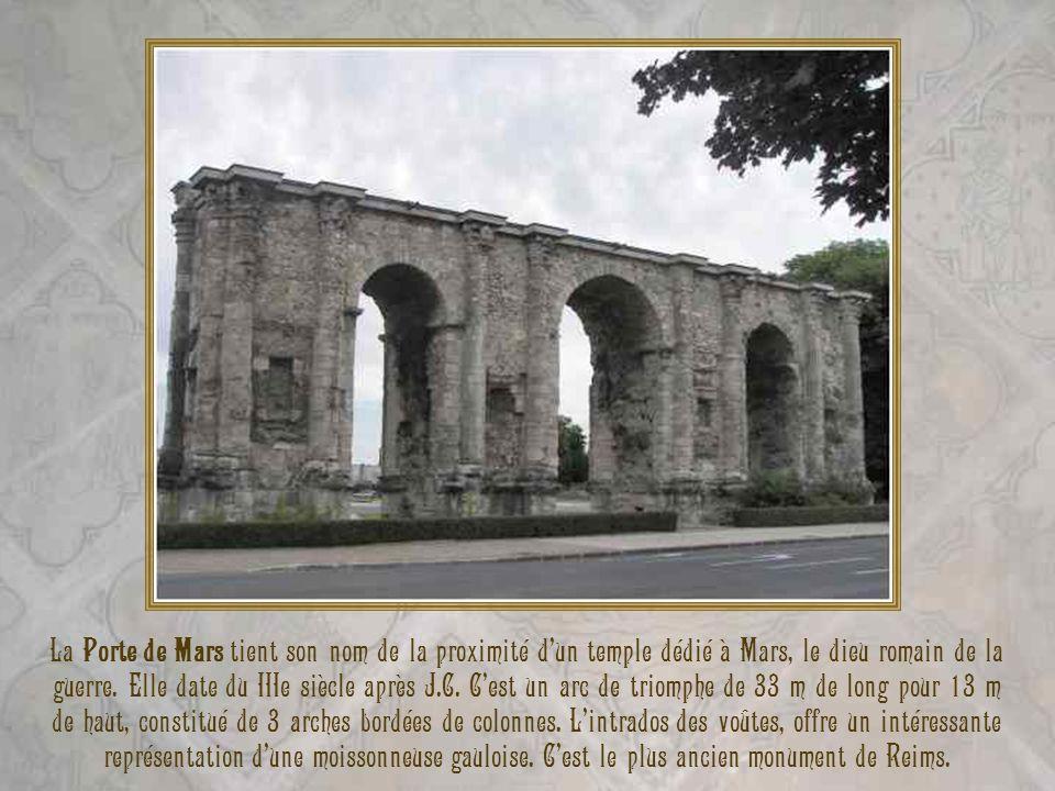 La Porte de Mars tient son nom de la proximité d'un temple dédié à Mars, le dieu romain de la guerre.