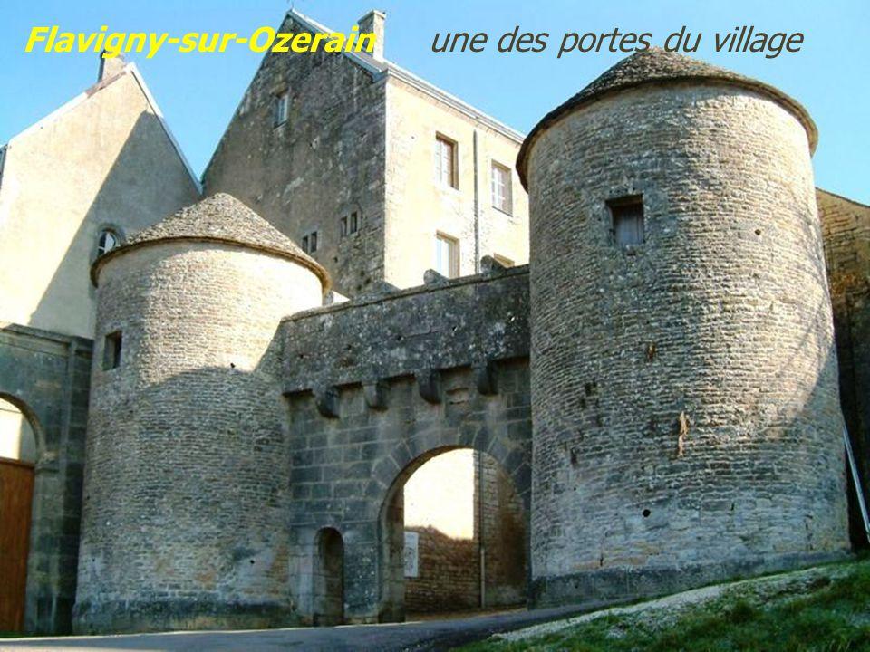Flavigny-sur-Ozerain une des portes du village