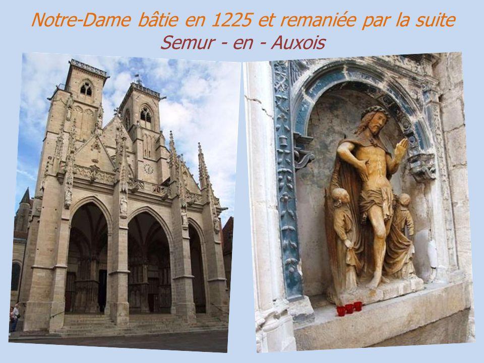 Notre-Dame bâtie en 1225 et remaniée par la suite Semur - en - Auxois