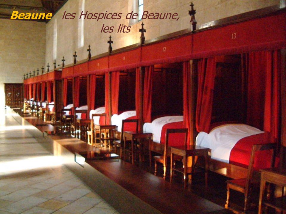 Beaune les Hospices de Beaune, . les lits