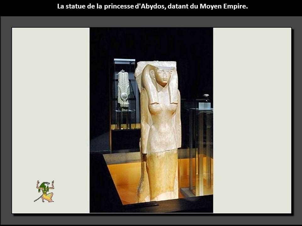 La statue de la princesse d Abydos, datant du Moyen Empire.