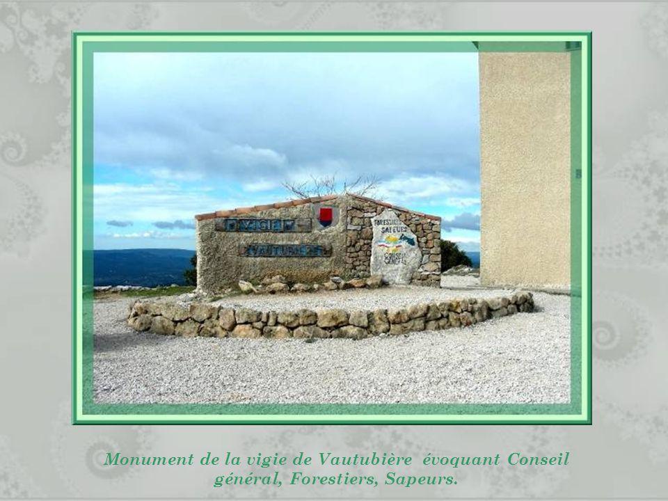 Monument de la vigie de Vautubière évoquant Conseil général, Forestiers, Sapeurs.