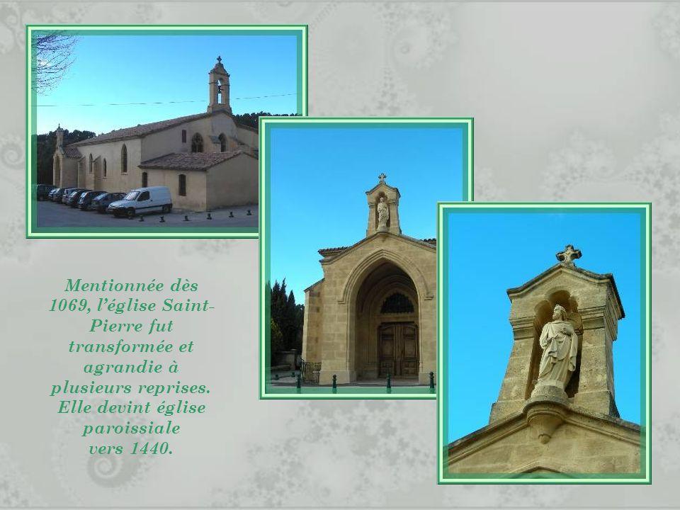 Mentionnée dès 1069, l'église Saint-Pierre fut transformée et agrandie à plusieurs reprises. Elle devint église paroissiale