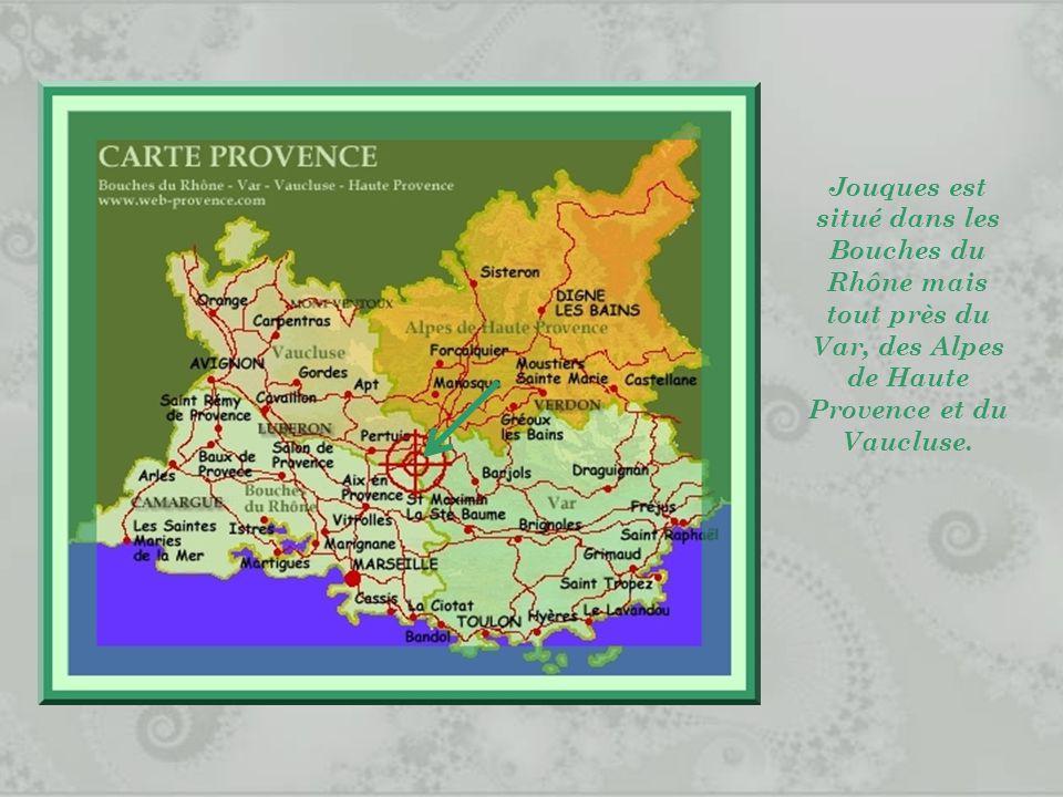Jouques est situé dans les Bouches du Rhône mais tout près du Var, des Alpes de Haute Provence et du Vaucluse.