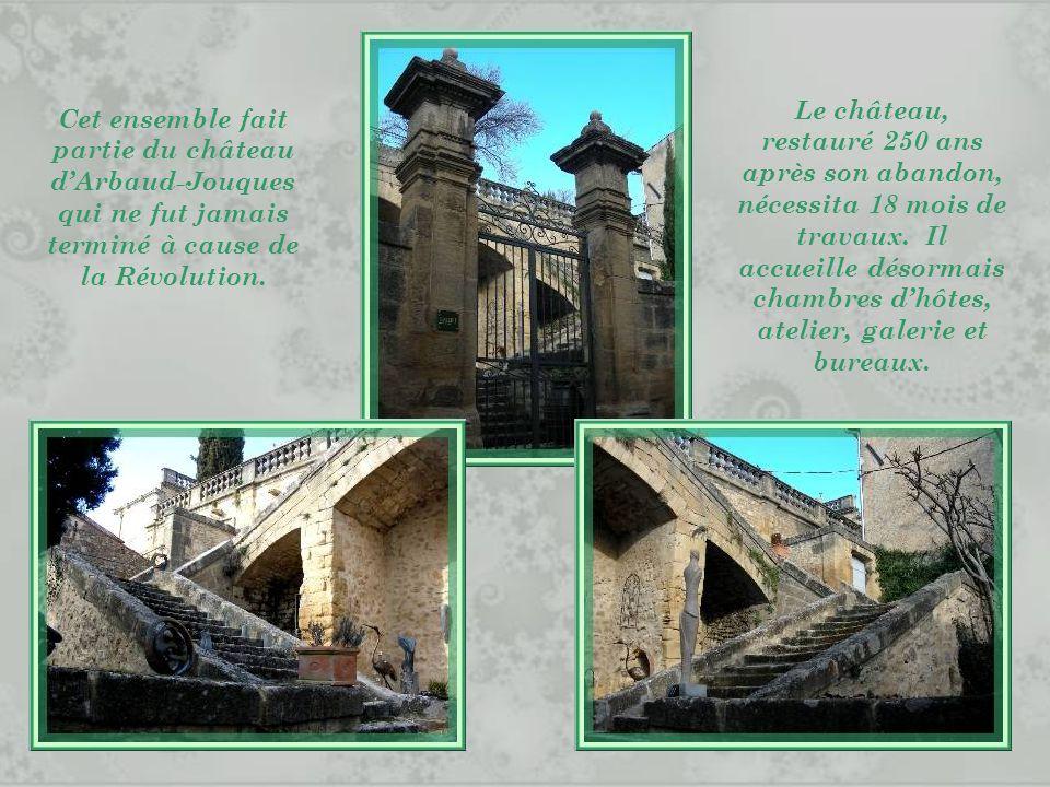 Le château, restauré 250 ans après son abandon, nécessita 18 mois de travaux. Il accueille désormais chambres d'hôtes, atelier, galerie et bureaux.