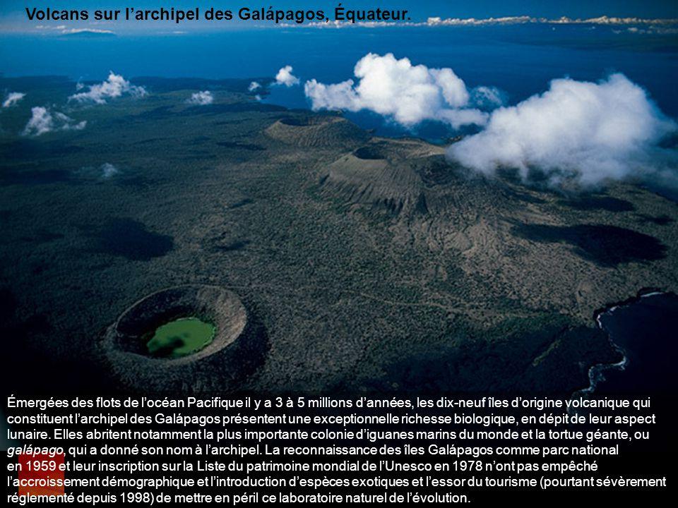 Volcans sur l'archipel des Galápagos, Équateur.