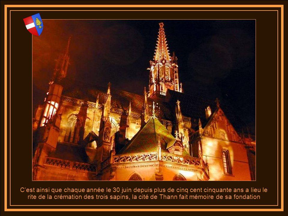C'est ainsi que chaque année le 30 juin depuis plus de cinq cent cinquante ans a lieu le rite de la crémation des trois sapins, la cité de Thann fait mémoire de sa fondation