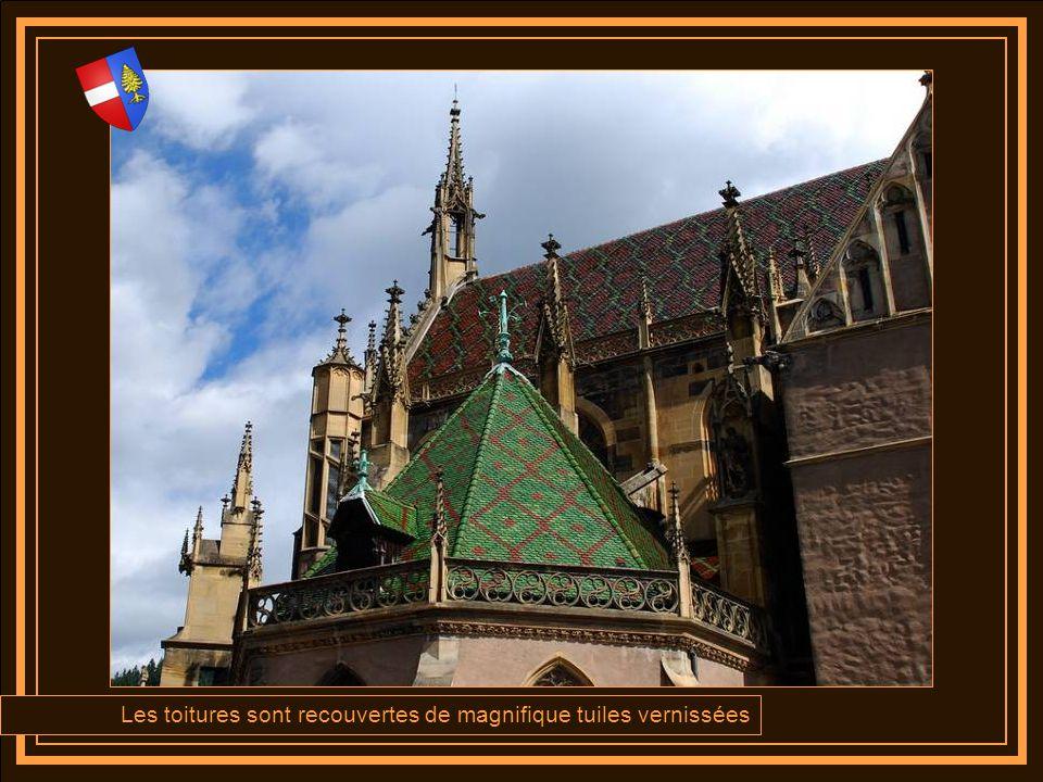 Les toitures sont recouvertes de magnifique tuiles vernissées