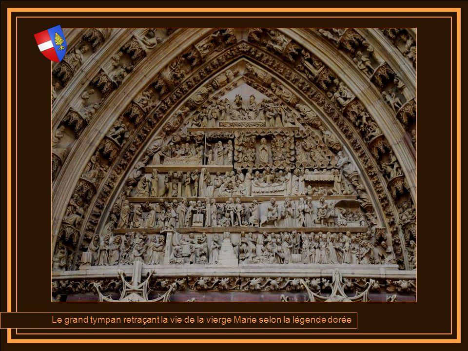 Le grand tympan retraçant la vie de la vierge Marie selon la légende dorée