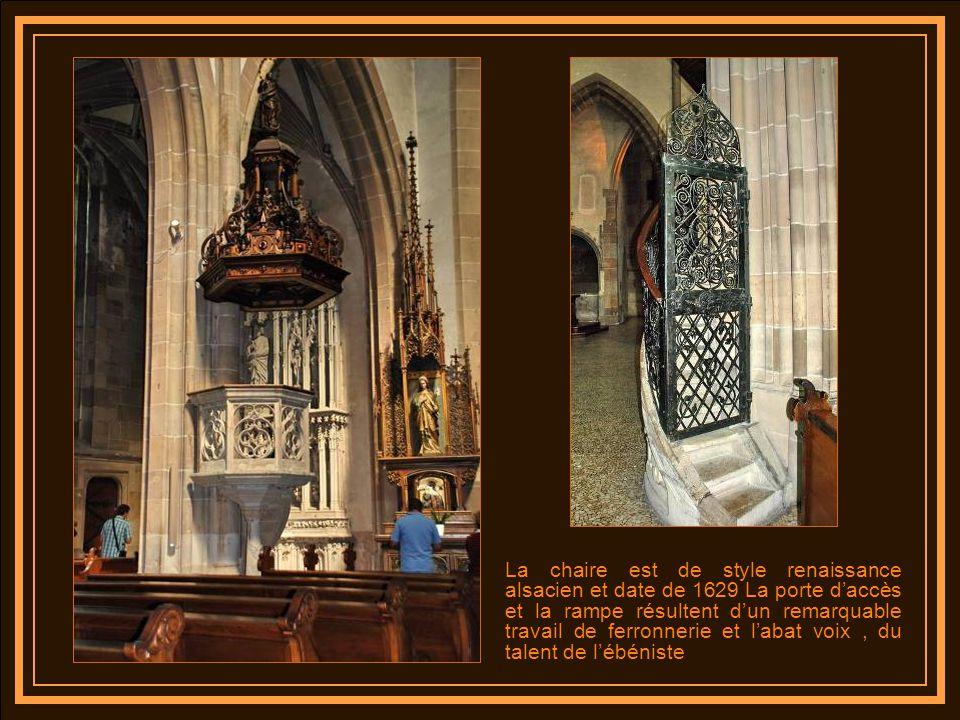 La chaire est de style renaissance alsacien et date de 1629 La porte d'accès et la rampe résultent d'un remarquable travail de ferronnerie et l'abat voix , du talent de l'ébéniste