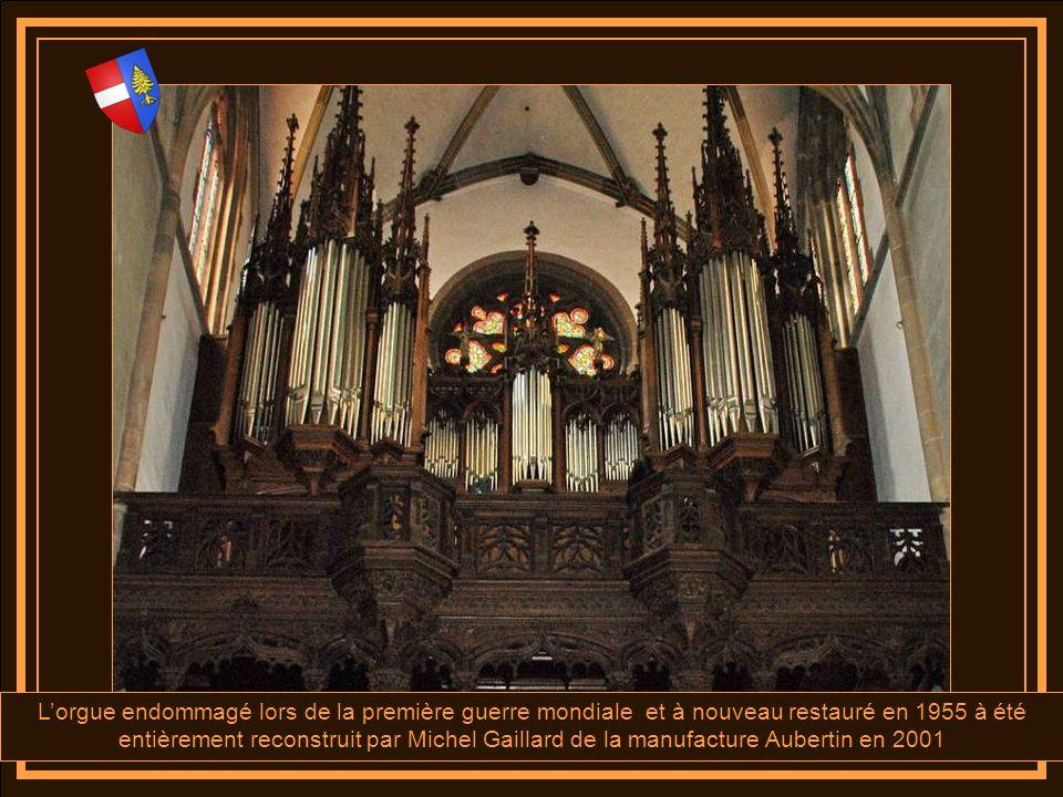 L'orgue endommagé lors de la première guerre mondiale et à nouveau restauré en 1955 à été entièrement reconstruit par Michel Gaillard de la manufacture Aubertin en 2001