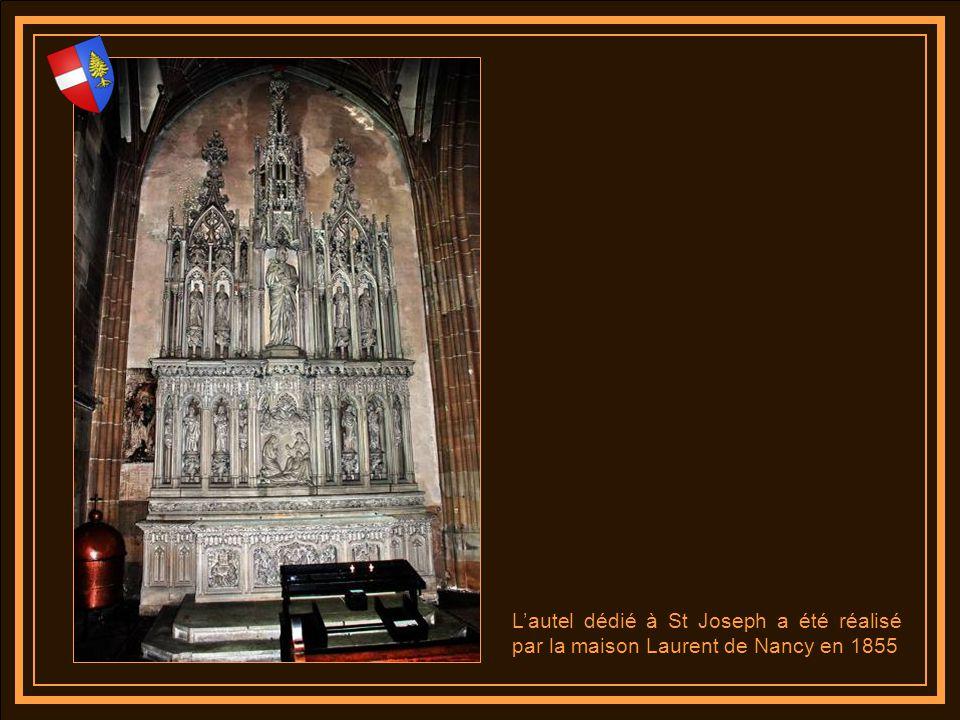 L'autel dédié à St Joseph a été réalisé par la maison Laurent de Nancy en 1855