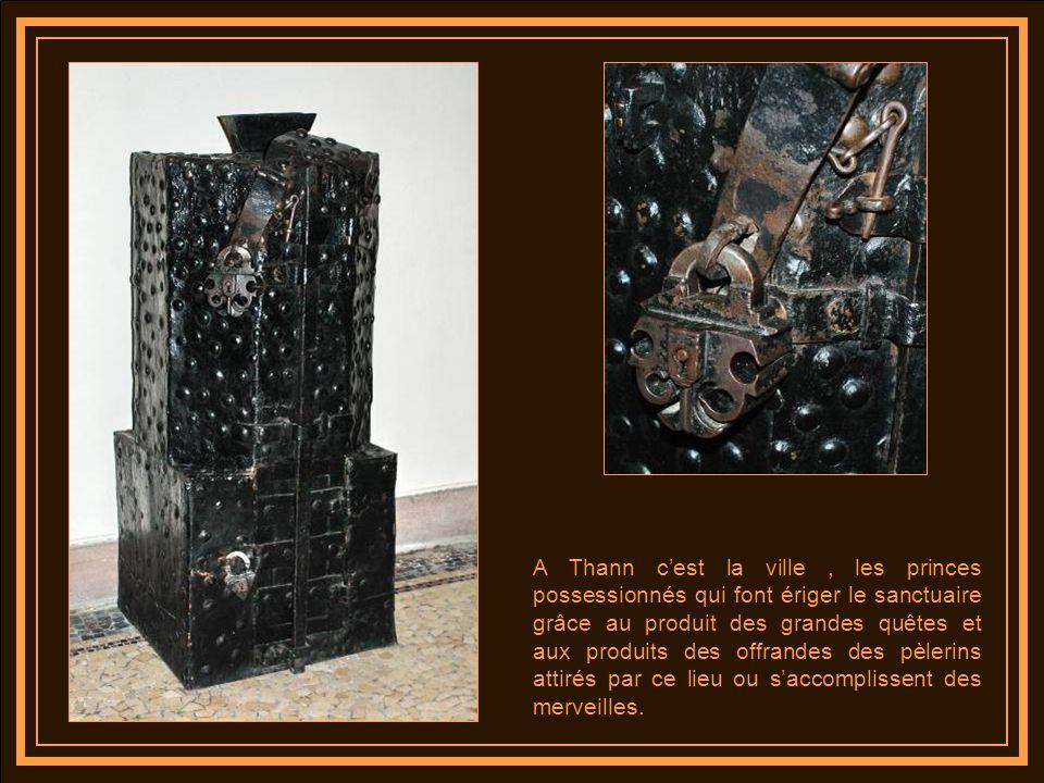 A Thann c'est la ville , les princes possessionnés qui font ériger le sanctuaire grâce au produit des grandes quêtes et aux produits des offrandes des pèlerins attirés par ce lieu ou s'accomplissent des merveilles.
