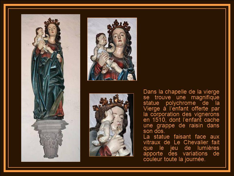 Dans la chapelle de la vierge se trouve une magnifique statue polychrome de la Vierge à l'enfant offerte par la corporation des vignerons en 1510, dont l'enfant cache une grappe de raisin dans son dos.
