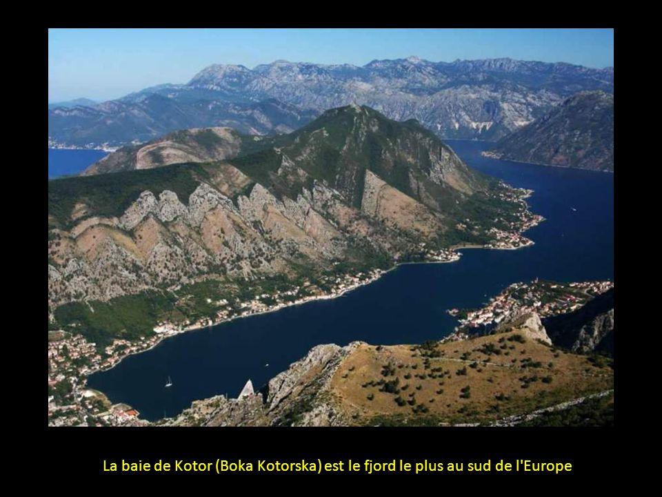 La baie de Kotor (Boka Kotorska) est le fjord le plus au sud de l Europe