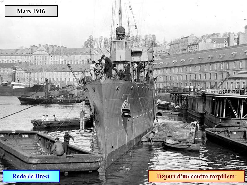 Départ d'un contre-torpilleur