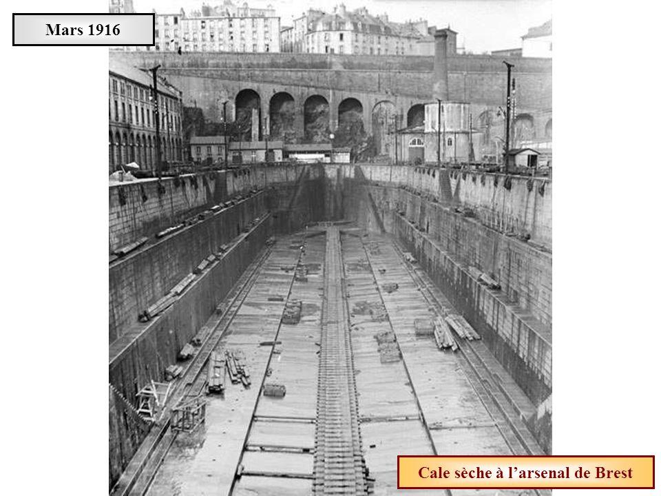 Cale sèche à l'arsenal de Brest