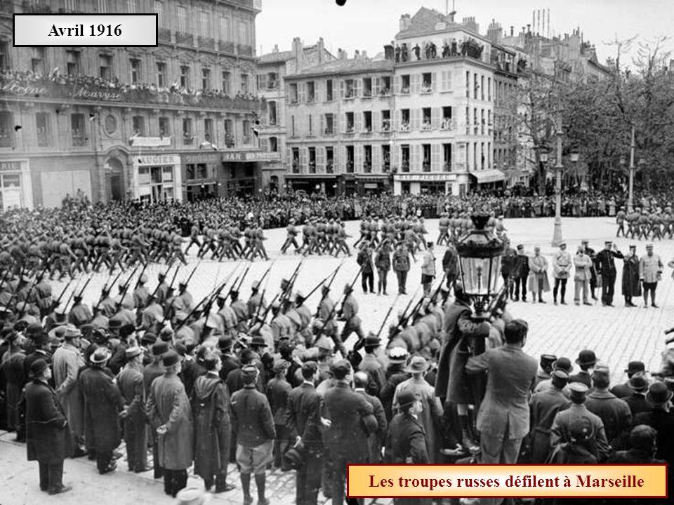 Les troupes russes défilent à Marseille