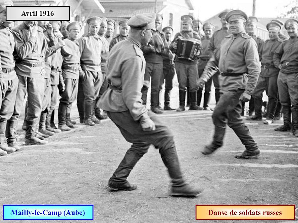 Mailly-le-Camp (Aube) Danse de soldats russes
