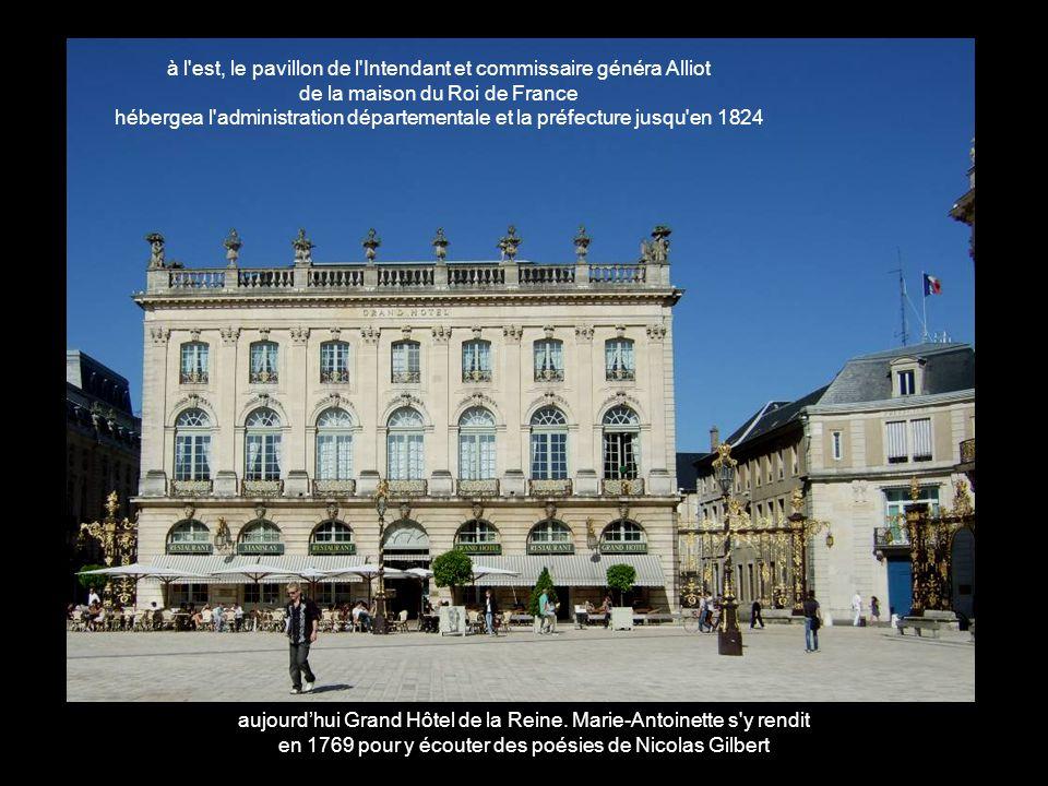 à l est, le pavillon de l Intendant et commissaire généra Alliot de la maison du Roi de France hébergea l administration départementale et la préfecture jusqu en 1824