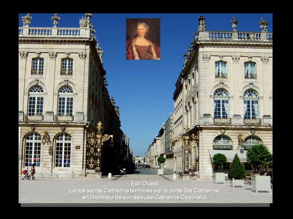 Est- Ouest La rue sainte Catherine terminée par la porte Ste Catherine, en l'honneur de son épouse Catherine Opalinska,