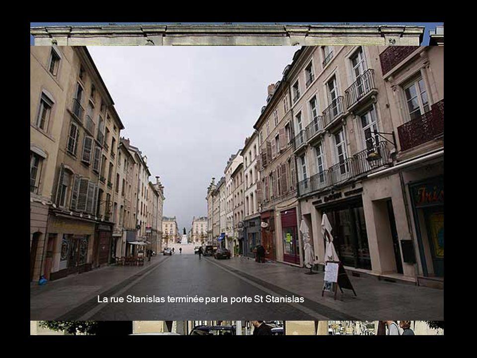 La rue Stanislas terminée par la porte St Stanislas