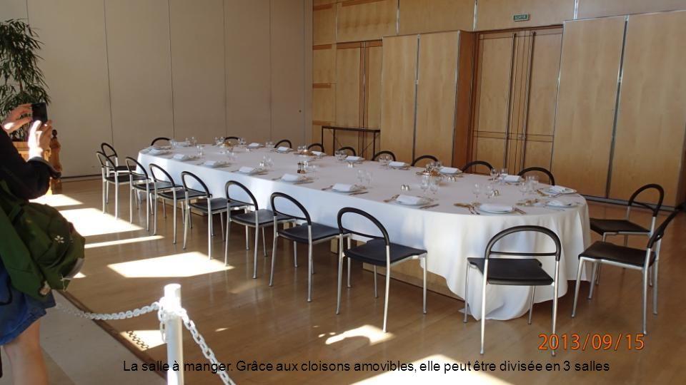 La salle à manger. Grâce aux cloisons amovibles, elle peut être divisée en 3 salles